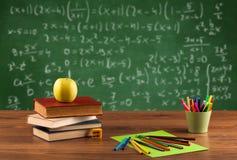 Classe di per la matematica dallo scrittorio della scuola dello studente Fotografie Stock
