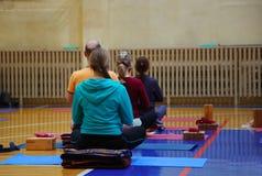 Classe di yoga Fotografia Stock
