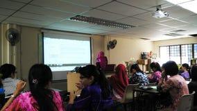 Classe durante a leitura fotografia de stock royalty free