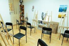 Classe espaçoso da pintura e equipamento profissional Fotografia de Stock