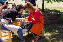 Classe matrice delle terraglie su un festival della via Immagini Stock Libere da Diritti