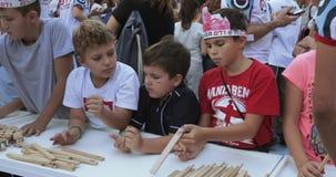 Classe mestra na criação de figuras de madeira filme