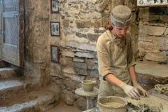 Classe mestra no castelo de Kamenetz-Podolsk da cerâmica 1º de maio de 2012 dentro, Fotos de Stock Royalty Free