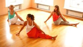 Classe réelle de yoga Photo libre de droits