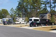 Classe un camping de Motorhome à la station de vacances de Pandion Images stock
