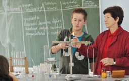 Classees επιστήμης και χημείας στο σχολείο στοκ εικόνα