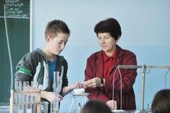 Classees de la ciencia y de la química en la escuela Imagen de archivo libre de regalías