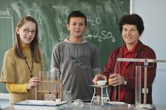 Classees de la ciencia y de la química en la escuela Imágenes de archivo libres de regalías