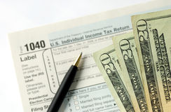 Classement de la déclaration d'impôt sur le revenu photo stock