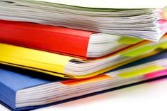 Classeurs colorés avec des notes Images stock