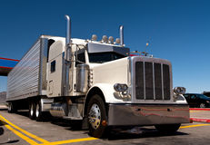 Classic big rig oh the truck stop Royalty Free Stock Photos