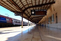 Free Classic European Train Station Platform In Diminishing Perspective Royalty Free Stock Photos - 159943148