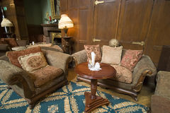 Classic hotel sofas. A classic hotel lobby, two vintage sofas and round table Royalty Free Stock Photos