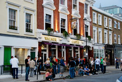 Classic London Pub, people drinking Royalty Free Stock Photos