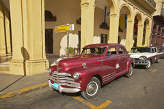Classic old American cars parked in front of hotel in Old Havana, Cuba Stock Photos