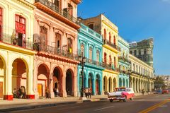 Free Classic Old Cars And Colorful Buildings In Downtown Havana Stock Photo - 112154950
