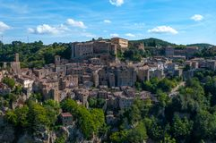 Beautiful classic panoramic view of the ancient town of Sorano in autumn, province of Grosseto, southern Tuscany, Italy Stock Photography