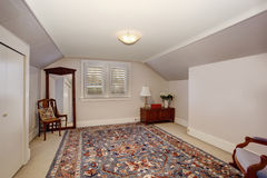Classic room with vaulted ceiling and beautiful rug. Royalty Free Stock Photography