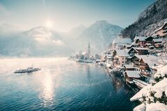Free Classic View Of Hallstatt With Ship In Winter, Salzkammergut, Austria Royalty Free Stock Image - 173853906