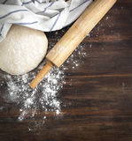 Classic wooden rolling pin with freshly prepared dough and dusting of flour Royalty Free Stock Photography