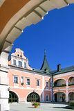 Classicistslott i staden Sokolov, västra Bohemia, Tjeckien Royaltyfri Foto