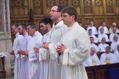 A classificação de 15 Seminarians dentro ao Deaconate na faculdade de Mynooth o 1º de junho de 2014 fotos de stock