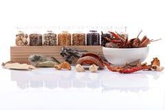 Classificado da especiaria engarrafa a pimenta preta do condimento, pimenta branca, Fotografia de Stock