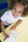 classifichi la ragazza che impara primario nome per scrivere immagini stock libere da diritti