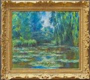 Claude Monet bron över näckrosdammet arkivbilder