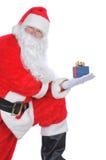 Claus που κρατά το παρόν santa Στοκ Εικόνα