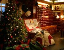 claus внутри столба santa главного офиса Стоковые Фото