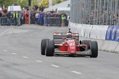Claus Bertelsen i en tävlings- bil för Ferrari Jean Alesi formel en Arkivbilder