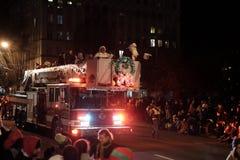 claus mrs santa Γύρος Claus πάνω από το πυροσβεστικό όχημα σε Corvallis στοκ φωτογραφία με δικαίωμα ελεύθερης χρήσης