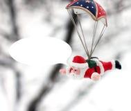claus santa En toy på entree med porslin Jultomte och gran - tree Julgranleksak Julgranleksak i wintergardenen royaltyfri fotografi