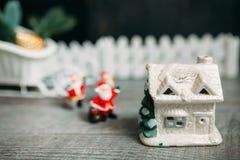 claus santa toy vita röda stjärnor för abstrakt för bakgrundsjul mörk för garnering modell för design Royaltyfria Foton