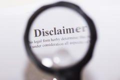 Clause de non-responsabilité écrite sur le document Photos stock