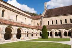 Claustro da abadia de Fontenay Foto de Stock Royalty Free