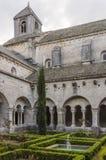 Claustro da abadia de Senanque, Vaucluse, Gordes, Provence, França imagem de stock