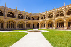 Claustro de DOS Jeronimos de Mosteiro Foto de archivo libre de regalías