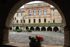 Claustro de la abadía de Chiaravalle, Fiastra, Italia Foto de archivo