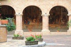 Claustro de la abadía de Chiaravalle, Fiastra, Italia Fotografía de archivo