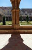 Claustro de la abadía de Royaumont Imagenes de archivo