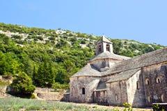 Claustro de la abadía de Senanque, Vaucluse, Gordes, Francia Imágenes de archivo libres de regalías