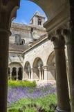 Claustro de la abadía de Senanque, Vaucluse, Gordes, Provence, Francia Fotografía de archivo