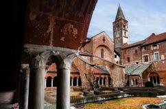 Claustro de la abadía de Staffarda Revello, Italia Fotos de archivo libres de regalías