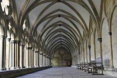 Claustro de la catedral de Salisbury Fotos de archivo libres de regalías