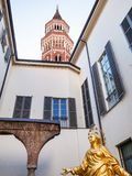 Claustro de la iglesia San Gottardo en Corte en Milán imagen de archivo