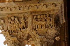 Claustro del monasterio benedictino en la catedral de Monreale en Sicilia Vista general y detalles de las columnas y de los capit foto de archivo
