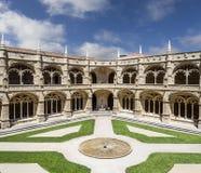 Claustro del monasterio o de la abadía de Jeronimos en Lisboa Fotografía de archivo libre de regalías