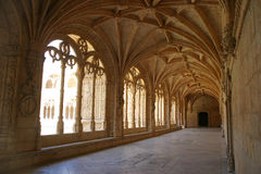 Claustro do monastério de Jeronimos fotos de stock